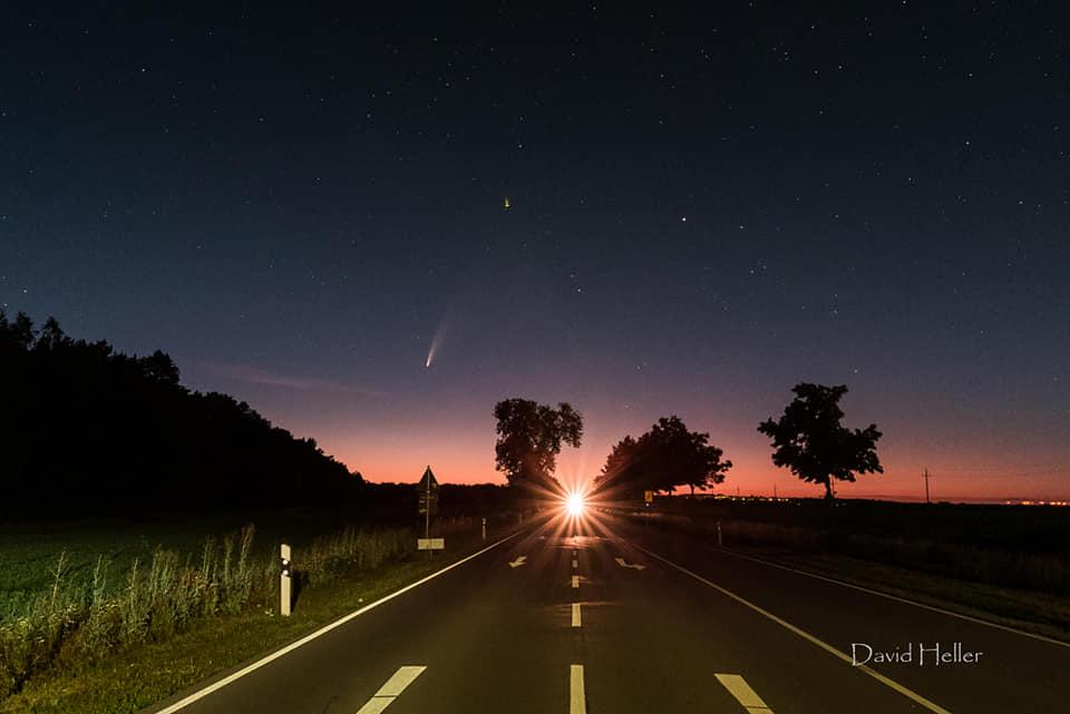 Neowise am Nachthimmel. Aufgenommen von David Heller.
