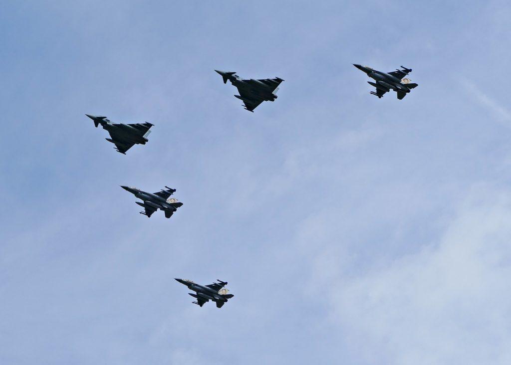 der Bundeswehr und drei F-16 der der israelischen Air Force. Aufgenommen von Jörg Schumacher.