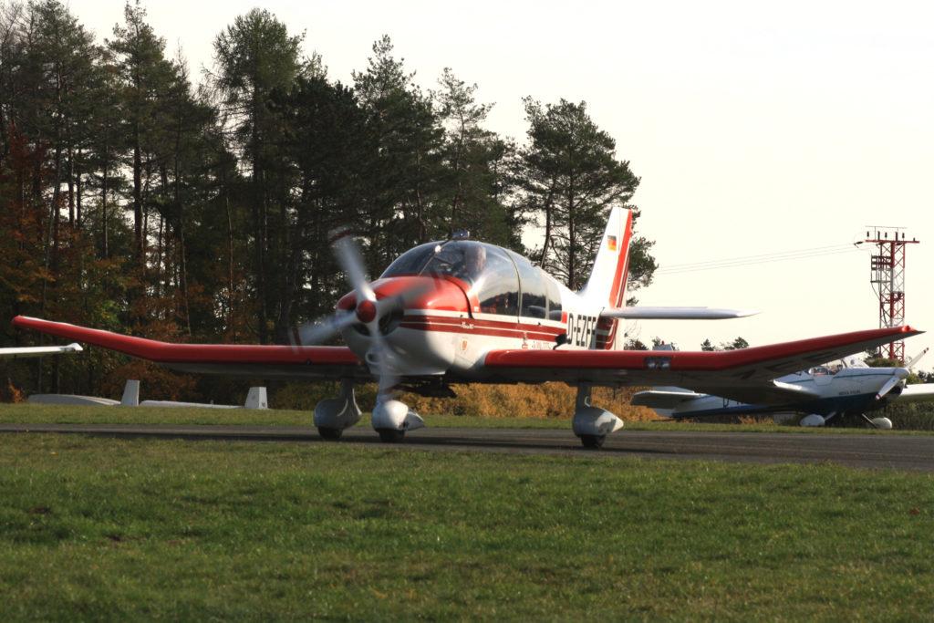 Diese Robin DR400 fliegt für die fränkische Fliegerschule in Feuerstein.